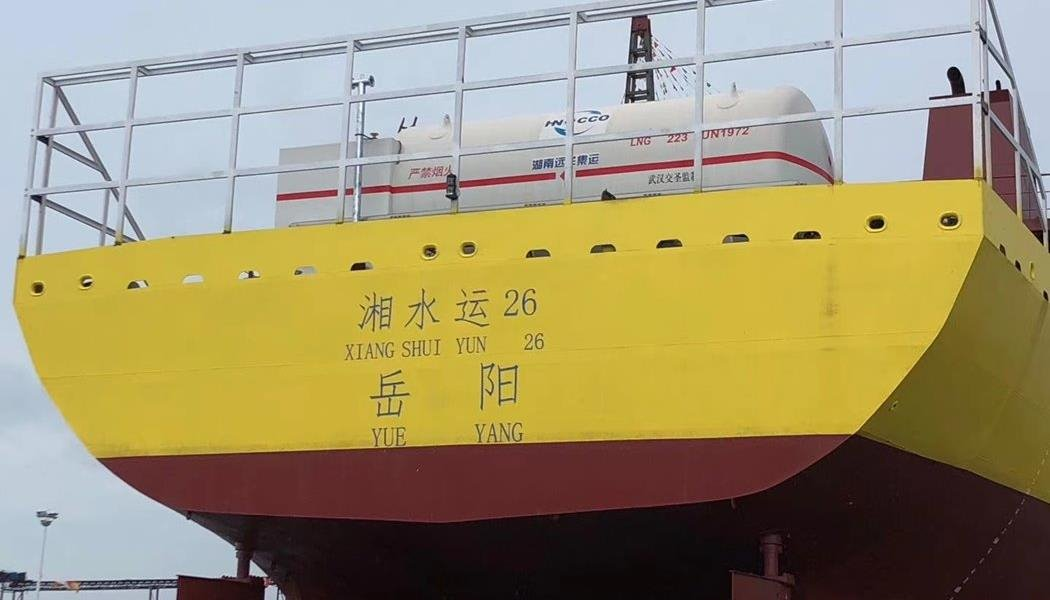 Chart onboard LNG fueling system for ships